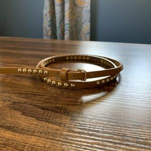 Thin Camel Colored Belt with Gold Accent